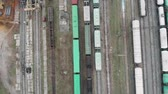 goederentrein : Flying above loaded cargo train wagons leaving industrial railroad station with freight containers in industrial city part. Industrial concept