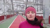 snellente : Young chubby caucasian girl running on a bridge. Front follow shot. Slow Motion. Purple outfit Filmati Stock