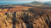 kanarek : Flying over cliff near Mirador del Rio viewpoint, Lanzarote, Canary Islands, Spain Wideo