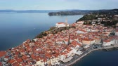 Aerial panorama of old town Piran, Slovenia. Vídeos