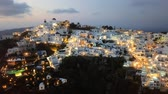 греческий : Hyper lapse flight over of Imerovigli and Firostefani village at sunset, Santorini island, Greece Стоковые видеозаписи