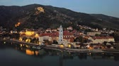 torre : Night aerial hyperlapse panorama of Durnstein town, Wachau valley, Austria.