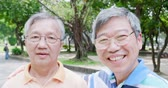 aposentar : old men wear eyeglasses and selfie happily in the park