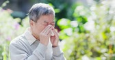 лихорадка : old man sick and sneeze with tissue paper outdoor