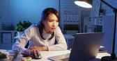 tajemník : asian woman overtime work and feel tired in the office