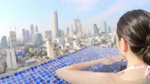 infinité : Bangkok, Thailand - January 26, 2019: Beauty stand in sky pool and see the modern city view