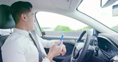 pilote : business asian man use smart phone and drive an auto self-driving smart car in highway