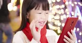 gratulálok : asian girl give eldership chinese new year greeting with video by smartphone Stock mozgókép
