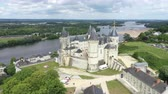 renacimiento : Aerial view of Castle and Loire Valley, France.Saumur Castle was built in the tenth century and rebuilt in the late twelfth century Archivo de Video
