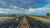 inteiro : Top view time lapse of freeway near sea
