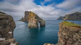grande angular : Amazing view of Drangarnir gate in front of Tindholmur, Faroe Islands Vídeos