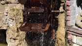 lã : The mill wheel rotates under a stream of water Stock Footage