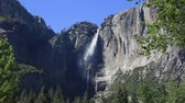 kemping : Yosemite falls in Yosemite Valley