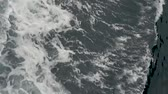 tekne : waves of the sea during a sail on a boat Stok Video