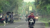 bitang : Bali street view and traffic. Tropical Asian street scene with scooters and cars - October 2017: Ubud, Bali, Indonesia