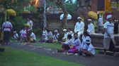 incenso : Hindu ceremony in a Balinese local temple at night. People praying - October 2017: Sukawati, Bali, Indonesia Vídeos