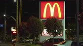 mcdonalds : Mc Donalds sign at night. Mc Donalds logo - August 2017: Los Angeles California, US Stock Footage
