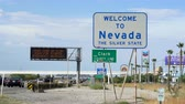 eyaletler arası : Nevada road signs, signage board. California Nevada border - August 2017: Primm, Nevada, US
