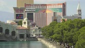tesouro : Crowded Las Vegas cityscape. Venetian and Treasure Island hotel - August 2017: Las Vegas, Nevada, US