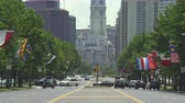 pensilvanya : Philadelphia street scene, cityscape.Benjamin Franklin pkwy - August 2017: Philadelphia, Pennsylvania, US Stok Video