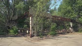 призрак : Abandoned amusement park, bumper cars in Pripyat. Chernobyl nuclear disaster - Juni 2017: 30km Chernobyl, exclusion zone