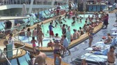 paluba : Crowd of people in a cruise ship pool deck - Harmony of the Seas, Caribbean sea