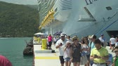 embarcaram : Passengers embark and disembark a big cruise ship in a Caribbean port - Haiti