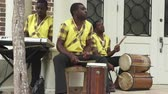domorodý : Traditionally dressed caribbean musicians, band. Jamaican street music - Jamaica