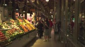 стенд : Famous San Miguel market at night. Fruits and vegetables on the counter - Madrid