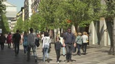trafik : Pedestrians on Calle de Arenal shopping street. Busy street in central Madrid Stok Video