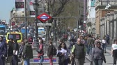пешеход : Pedestrian traffic on a shopping street. Busy street in central Madrid - Spain
