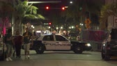 polis : Miami Beach police car with flashing lights at night - South Beach, Miami