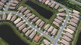 bairro : Aerial shot of homes in a residential area in the suburbs of Florida
