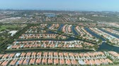 topluluk : Aerial shot of homes in a residential area in the suburbs of Florida