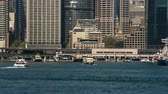 icônico : Time lapse of Sydney harbor and Circular Quay Ferry terminal - March 2017: Sydney, Australia