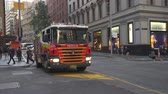 bombeiro : Australian fire engine in downtown Sydney - March 2017: Sydney, Australia Vídeos