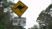 kanguru : Kangaroo warning sign in Australia - March 2017: Sydney, Australia