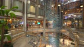 nível : Cruise ship luxury interior. Atrium hall and promenade - Royal Caribbean