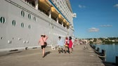 get in : Time lapse of cruise ship passengers embark, boarding - Antigua