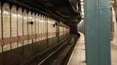 get in : Manhattan subway train station time lapse - New York