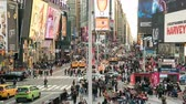 зрелище : Busy and crowded Time Square time lapse - Manhattan, New York Стоковые видеозаписи