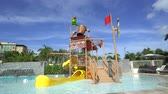 papuga : Mini water park, water slide in pool - Wet playground Wideo