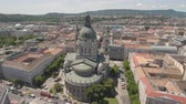 pó : Aerial view of downtown Budapest - St. Stephens Basilica, Hungary Stock Footage