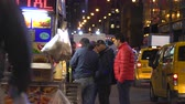 taksi : New York City hot dog stand, street food car at night - Manhattan