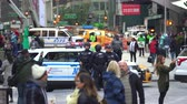 silahlı : New York police officers in the crowded Time Square - Manhattan