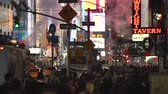 parný : Crowd of walking people, New York City at night - Manhattan street scene