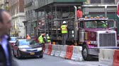장벽 : Road construction with workers, New York street scene - Manhattan downtown