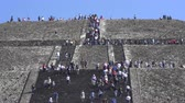 aztek : Tourists climbing Teotihuacan moon pyramid - Mexico City