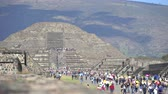 aztek : Lot of tourist in Teotihuacan pyramid, ancient city - Mexico City