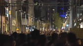 latin amerika : Mexico City downtown. Crowd of people walking on street at night Stok Video
